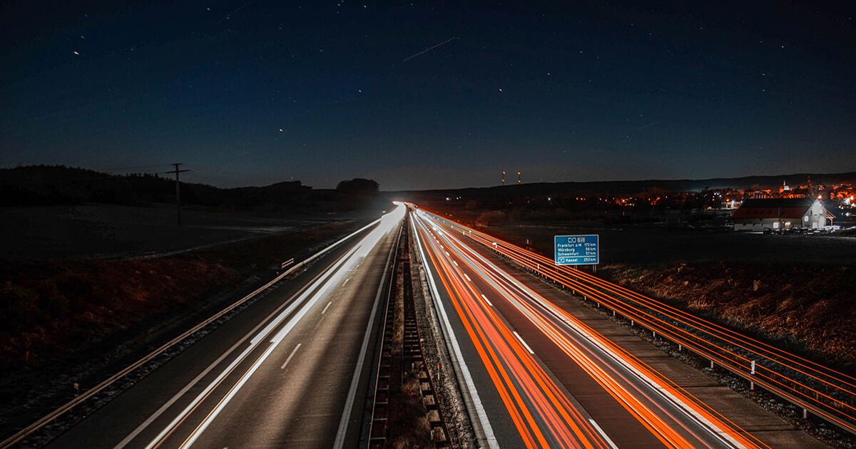 motorvej om natten